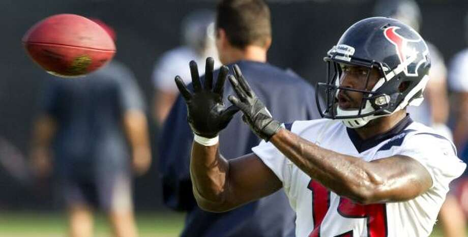 Texans wide receiver Dorin Dickerson reaches out for a ball. Photo: Brett Coomer, Chronicle