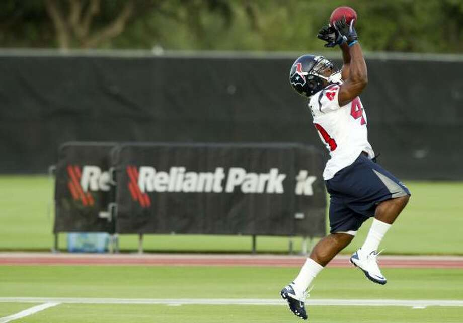 Texans running back Javarris Williams pulls in a pass. Photo: Brett Coomer, Chronicle