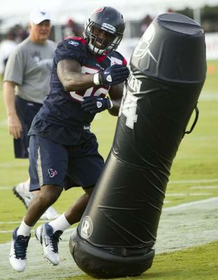Texans linebacker Xavier Adibi runs through a drill. Photo: Brett Coomer, Chronicle