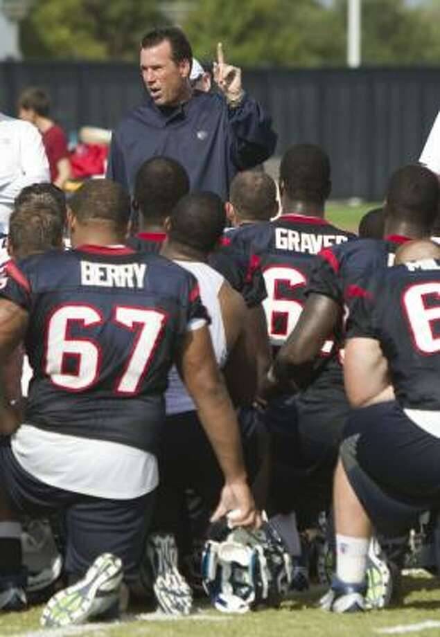 Texans head coach Gary Kubiak talks to his team following practice. Photo: Brett Coomer, Chronicle