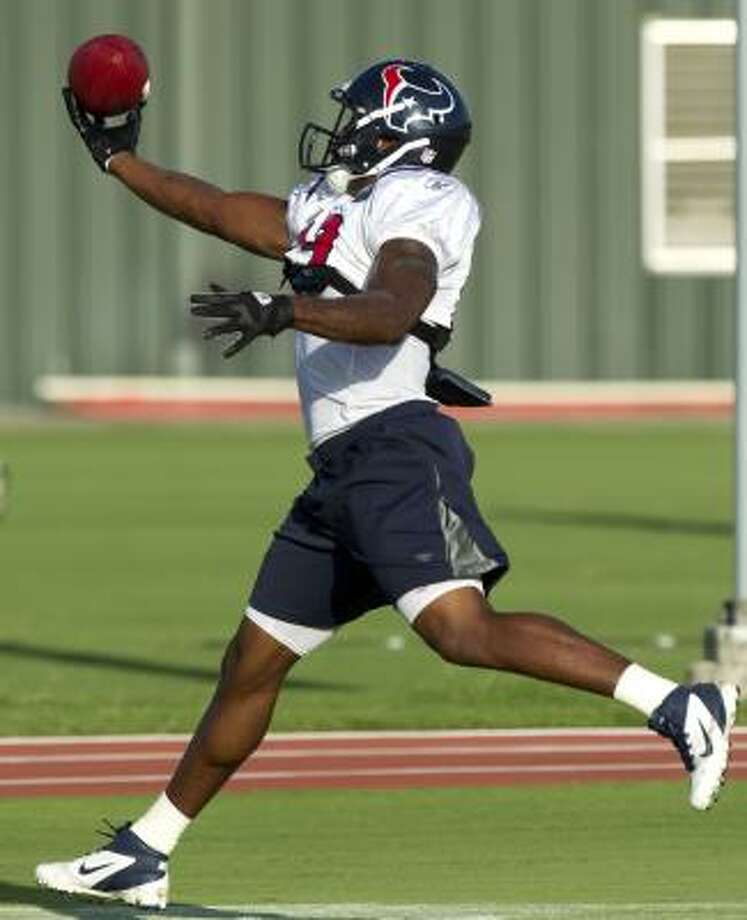 Texans wide receiver Dorin Dickerson makes a one-handed catch. Photo: Brett Coomer, Chronicle