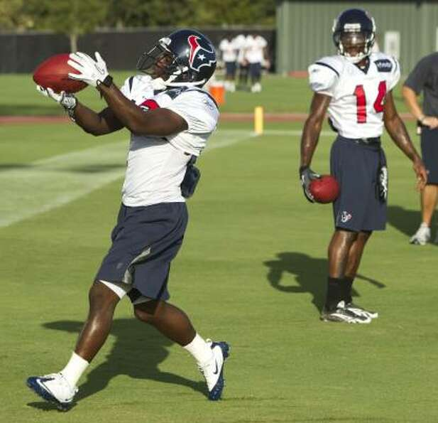 Texans wide receiver Trindon Holliday catches a ball during a drill.