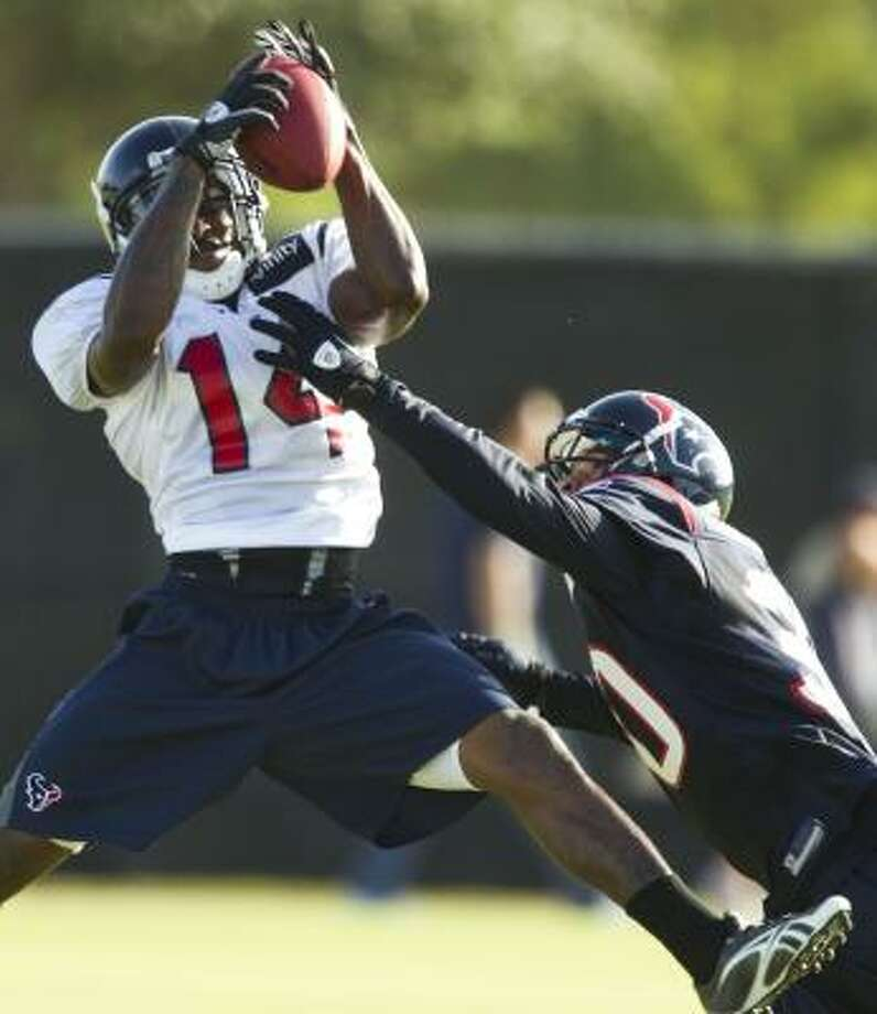 Texans wide receiver Derrick Townsel makes a catch over cornerback Jason Allen. Photo: Brett Coomer, Chronicle