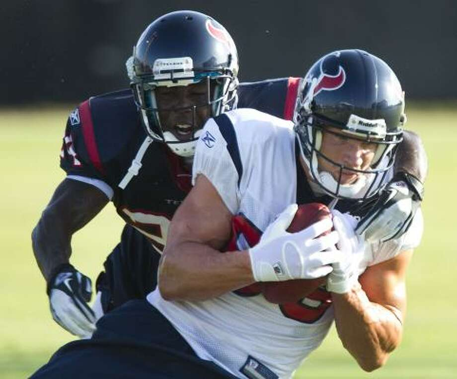 Texans wide receiver Kevin Walter tries to run past cornerback Johnathan Joseph after a catch. Photo: Brett Coomer, Chronicle