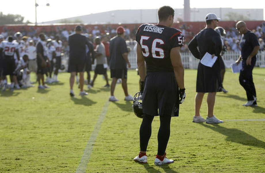 Texans linebacker Brian Cushing  watches action from the sidelines in his first practice with the team. Photo: Karen Warren, Chronicle