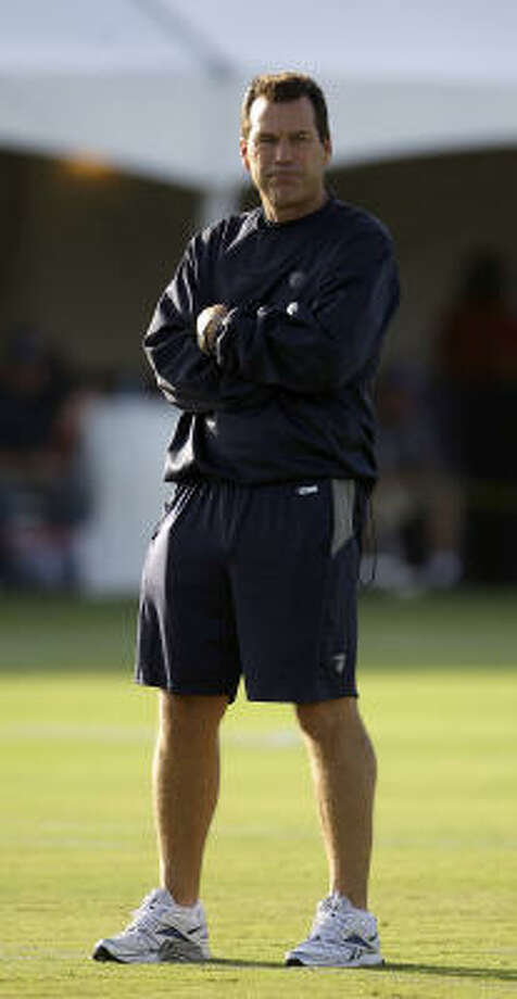 Texans head coach Gary Kubiak watches drills during the morning session. Photo: Karen Warren, Chronicle