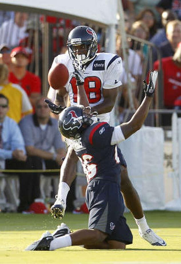 Texans receiver Lestar Jean pulls in a catch over falling cornerback Brandon Harris. Photo: Karen Warren, Chronicle