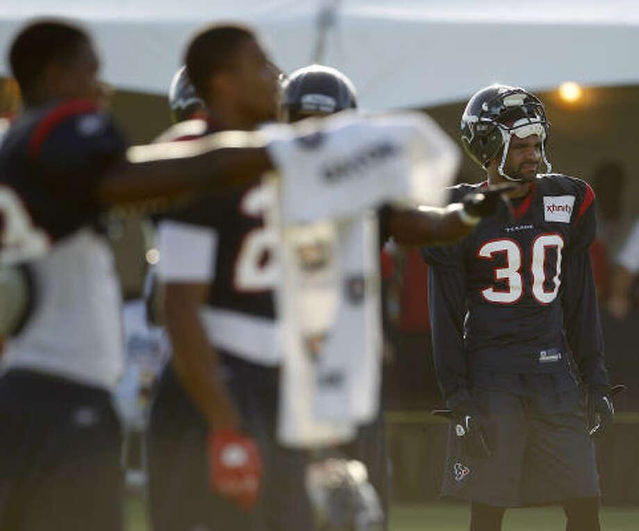 Texans cornerback Jason Allen watches fellow members of the secondary in a drill. Photo: Karen Warren, Chronicle