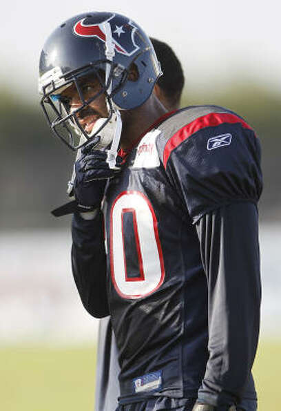 Texans cornerback Jason Allen waits for his turn at a drill during the morning session.