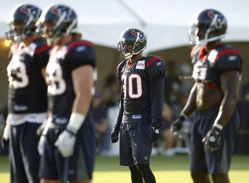 Texans cornerback Jason Allen (30) lines up for a workout with the defense.