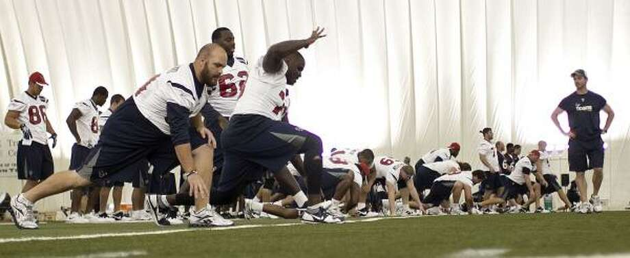 The Texans stretch during Tuesday's practice. Photo: James Nielsen, Chronicle