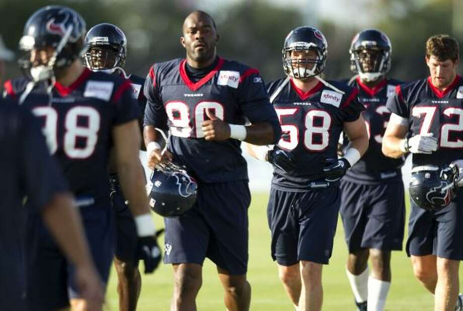 Houston Texans linebackers Mario Williams (90), Brooks Reed (58) and Jesse Nading (72) jog to their next drill. Photo: Brett Coomer, Houston Chronicle