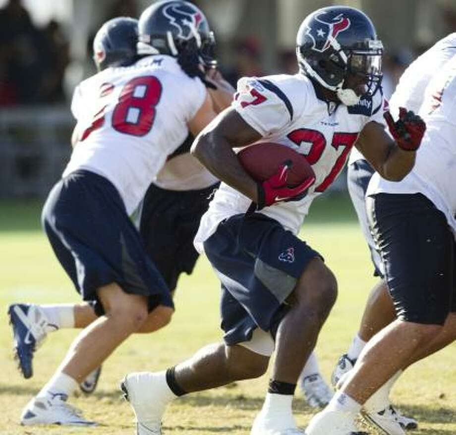 Houston Texans running back Chris Ogbonnaya (27) will need to impress the coaches this Monday to make the team. Photo: Brett Coomer, Houston Chronicle