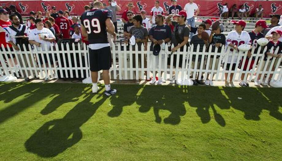 Houston Texans defensive end J.J. Watt (99) signs autographs for fans . Photo: Brett Coomer, Houston Chronicle