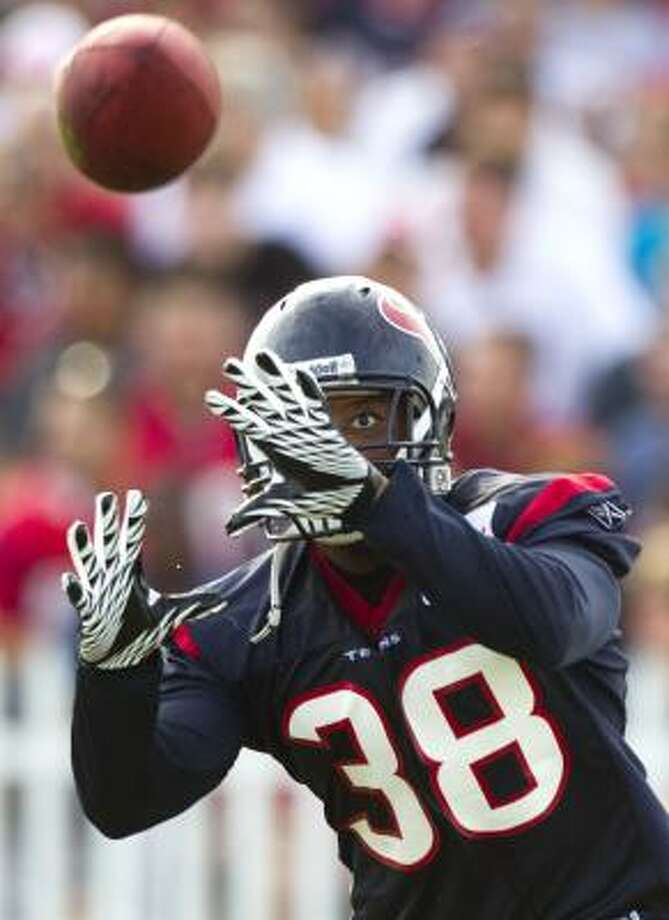 Texans safety Danieal Manning watches the ball as he closes in on an interception. Photo: Brett Coomer, Chronicle