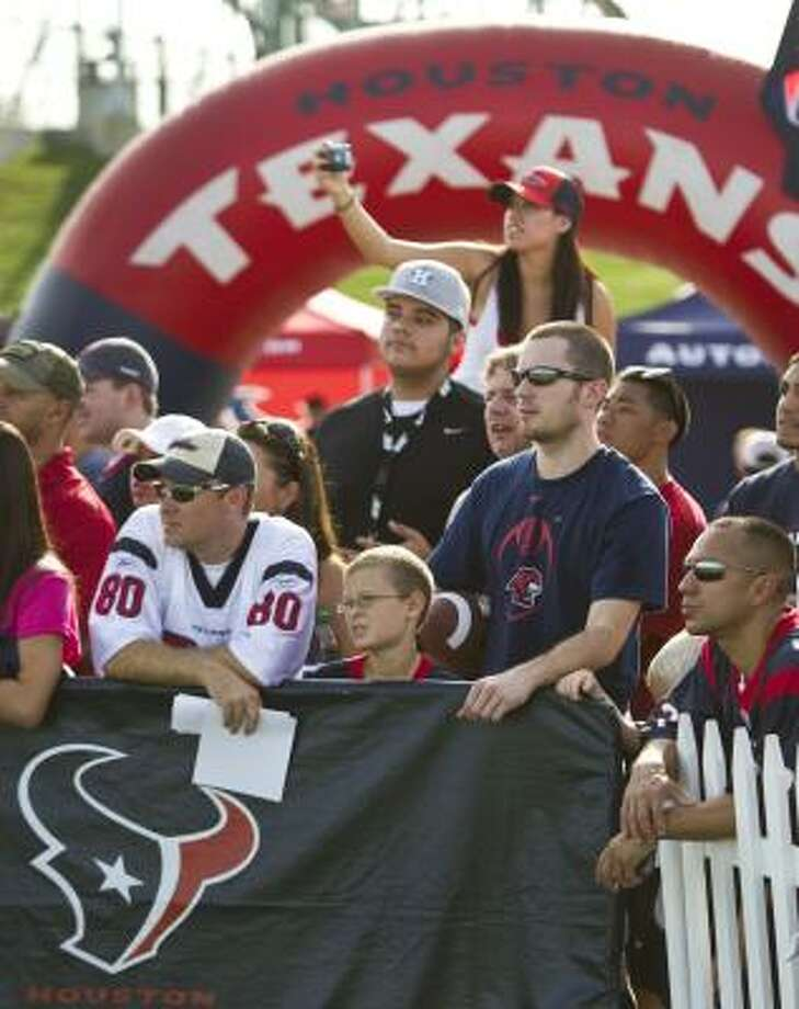 Texans fans watch practice at the Methodist Training Center. Photo: Brett Coomer, Chronicle