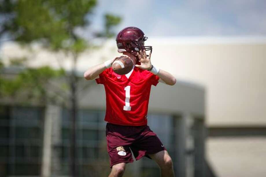Deer Park quarterback Caleb Martin looks for a receiver during a passing drill. Photo: TODD SPOTH, For The Chronicle