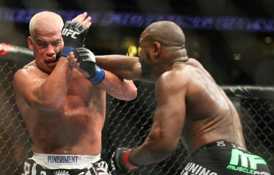 Rashad Evans, right, hits Tito Ortiz in the second round. Photo: Suchat Pederson, Associated Press