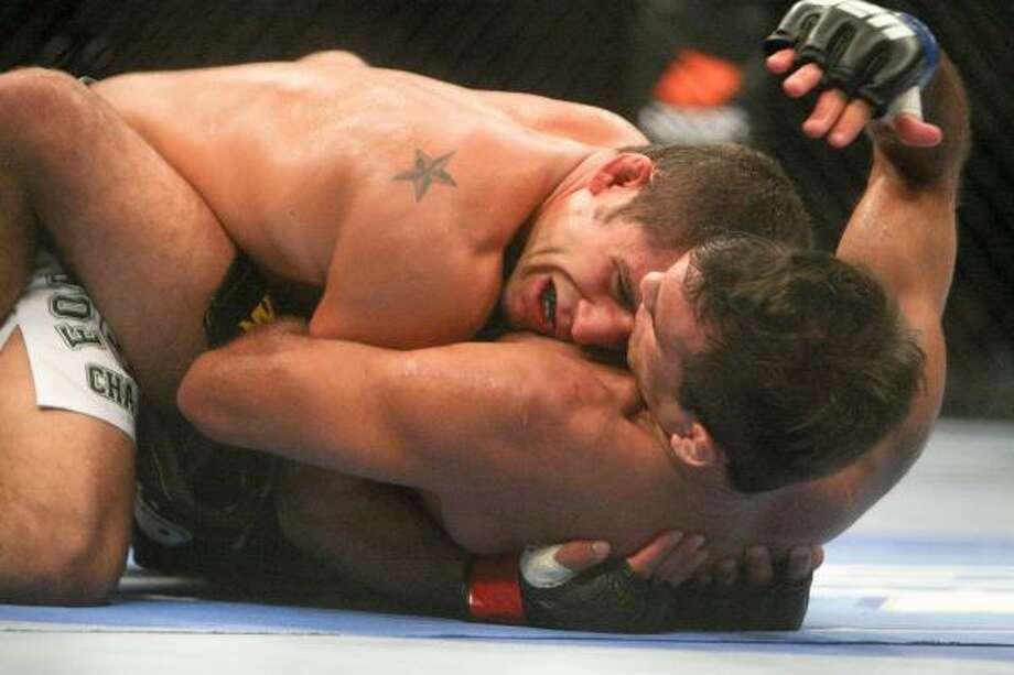Chad Mendes, top, works against Rani Yahya. Photo: Daniel Sato, Associated Press