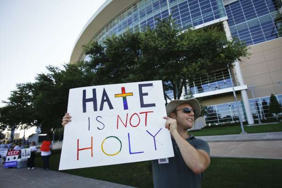 Darren Morris joins the protest. Photo: Michael Paulsen, Houston Chronicle