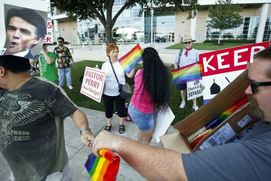 Beverly Stevens, center, talks to Kristin Ames as protesters gathered outside Reliant Stadium. Photo: Michael Paulsen, Houston Chronicle