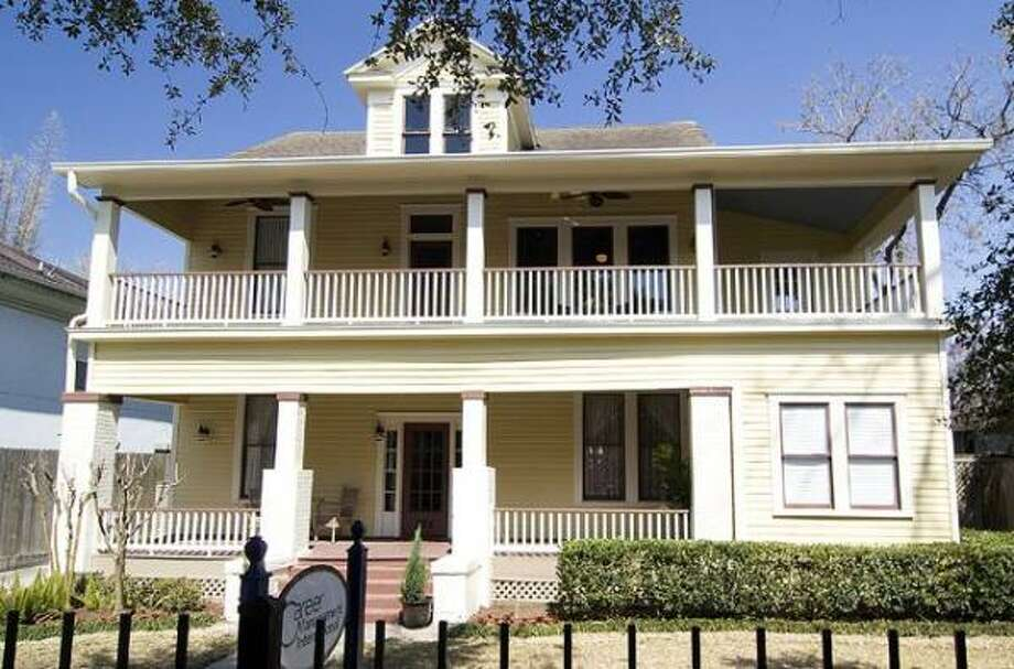 235 W. 18th St., $699,000  Coldwell Banker United Agent: Rae Lynn White (713) 598-4097