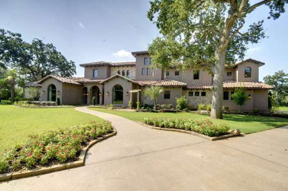 2126 Countryshire, $2,200,000 Coldwell Banker United Agent: David H. Young (713) 722-6892