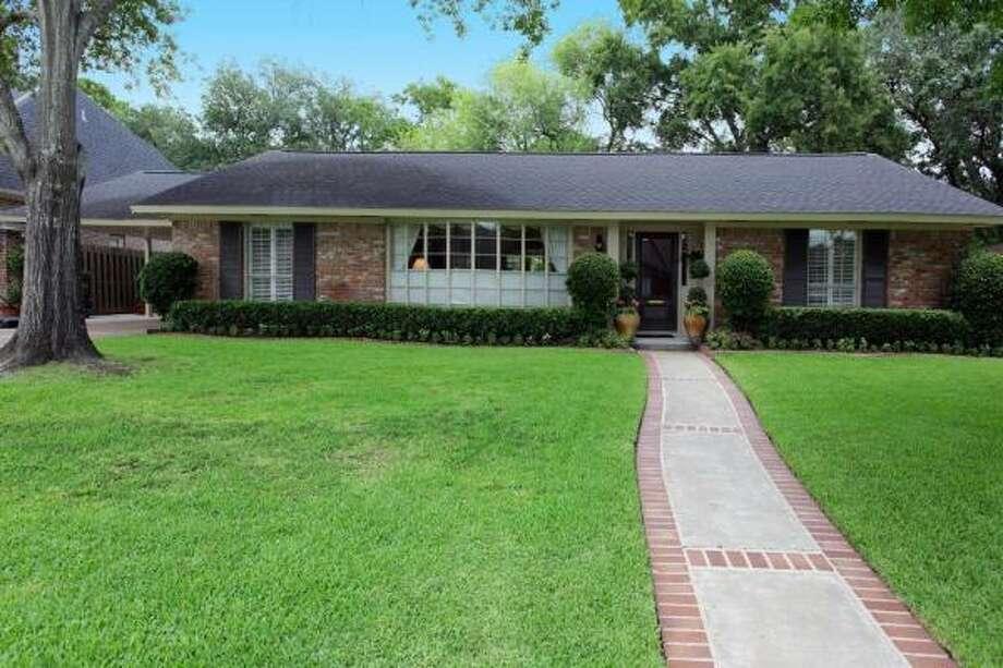 6236 Longmont Agent: Lynn Russell Greenwood King Properties 713-784-0888