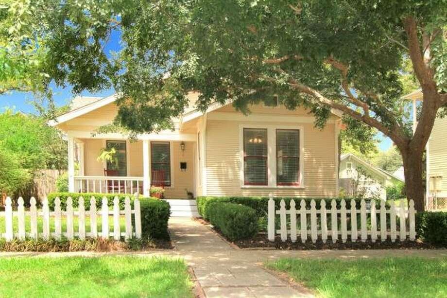 929 Ashland Agent: Caroline Schlemmer Greenwood King Properties 713-524-0888