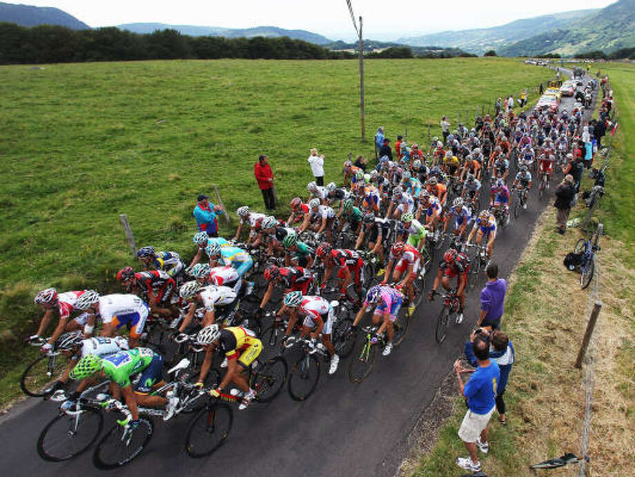 The peloton climbs towards Col de la Croix Saint-Robert during the eight stage. Photo: Michael Steele, Getty