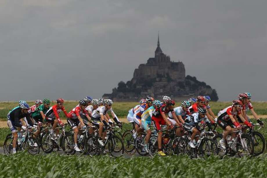 The peloton passes by Le Mont-Saint-Michel during the sixth stage. Photo: Michael Steele, Getty