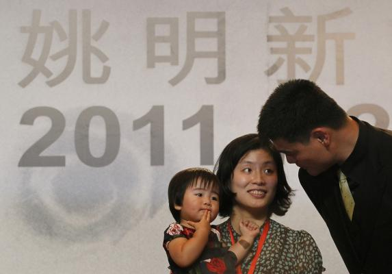 Yao and his family at farewell press conference - Houston ... Yao Ming And Family