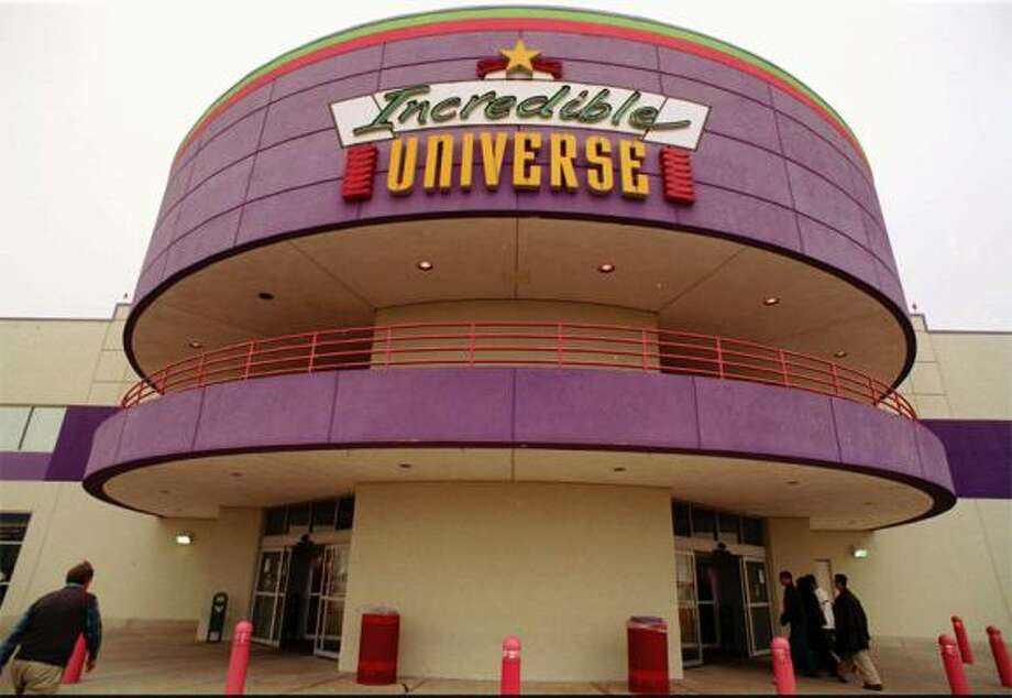 Incredible Universe(1992-1996)   These Disney-esque electronic stores didn't make it through the '90s. Its emptied location in Houston later became part of the Houston Community College campus. Photo: Tim Sharp, AP