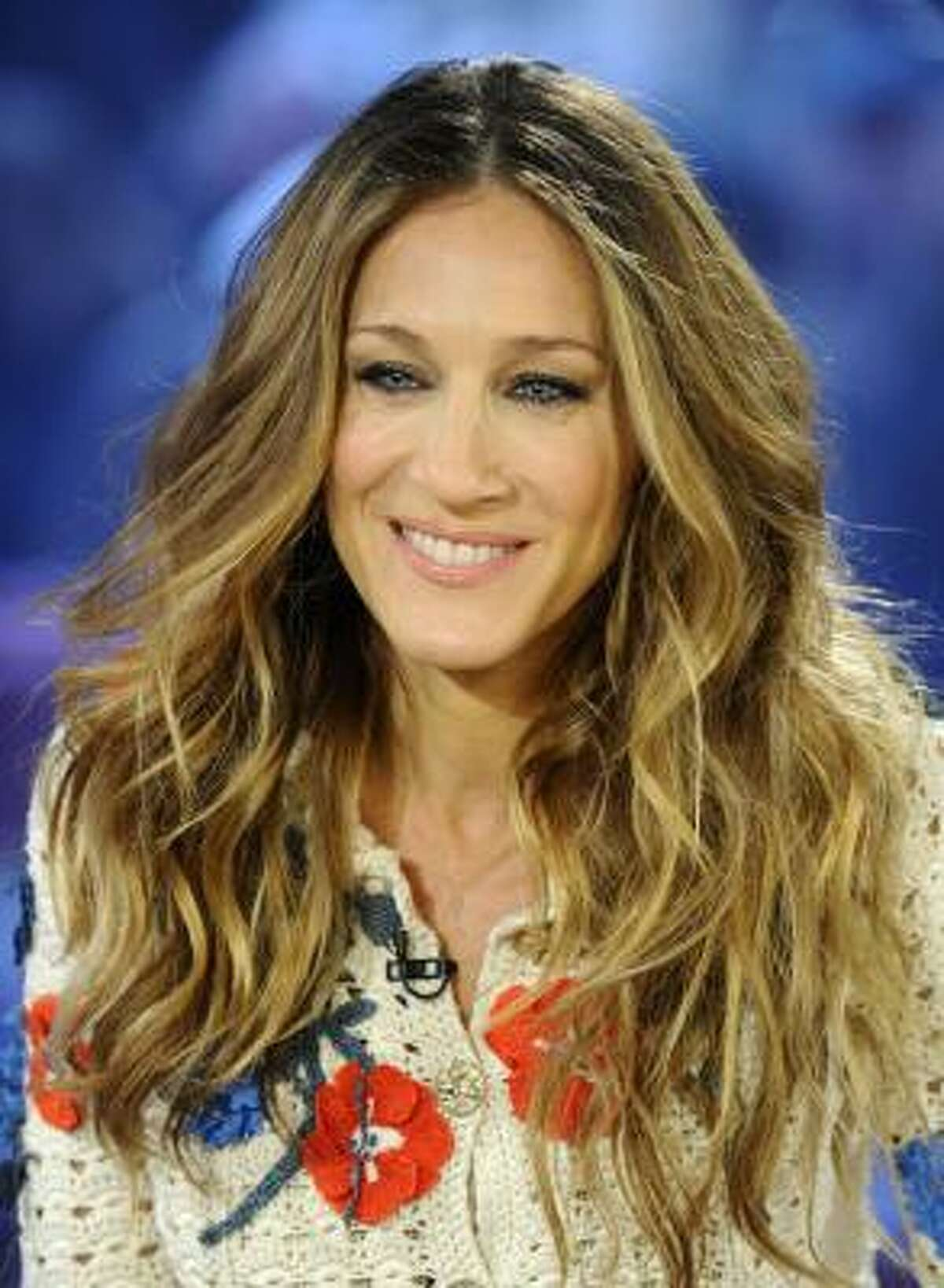 """Sarah Jessica Parker held a """"small"""" fundraising dinner at her home in NYC."""