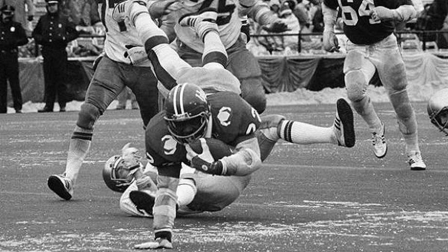 HOUSTON'S MOST HEARTBREAKING LOSSESThe 1979 Cotton Bowl between the UH and Notre DameSome dude named Joe Montana had the flu and was battling hypothermia in weather that had a minus-7 wind chill, but led the Fighting Irish to a 35-34 win from a 34-12 hole with seven minutes left. Photo: Associated Press