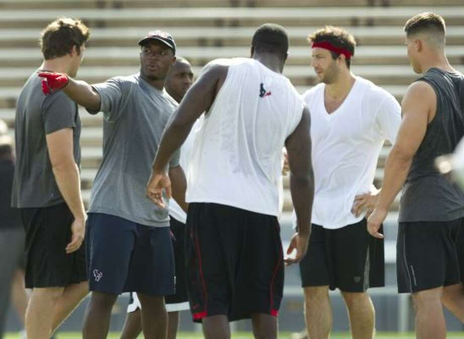 Texans linebacker DeMeco Ryans, pointing, directs the defense during a workout. Photo: Brett Coomer, Chronicle