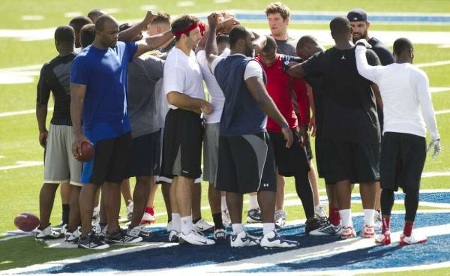 The Texans defensive unit gathers at the end of a drill. Photo: Brett Coomer, Chronicle