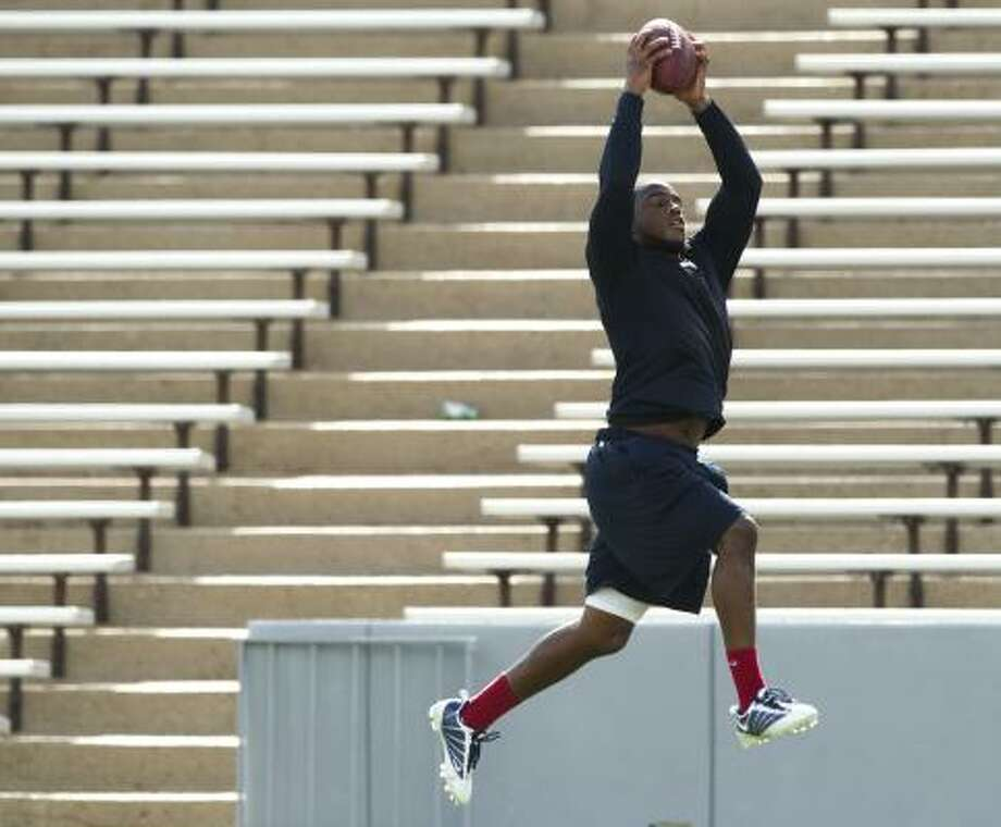 Texans cornerback Kareem Jackson leaps to catch a ball. Photo: Brett Coomer, Chronicle