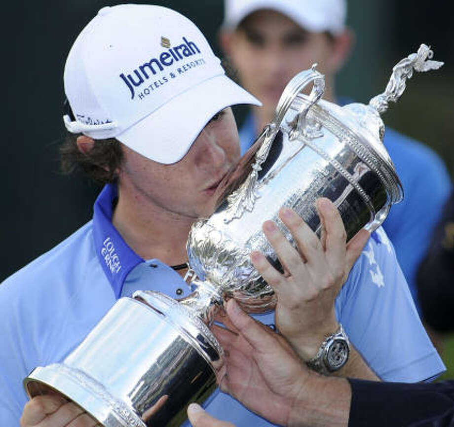 FOURTH ROUND, Sunday, June 19  Rory McIlroy, of Northern Ireland, kisses the trophy after winning the U.S. Open. Photo: Nick Wass, Associated Press