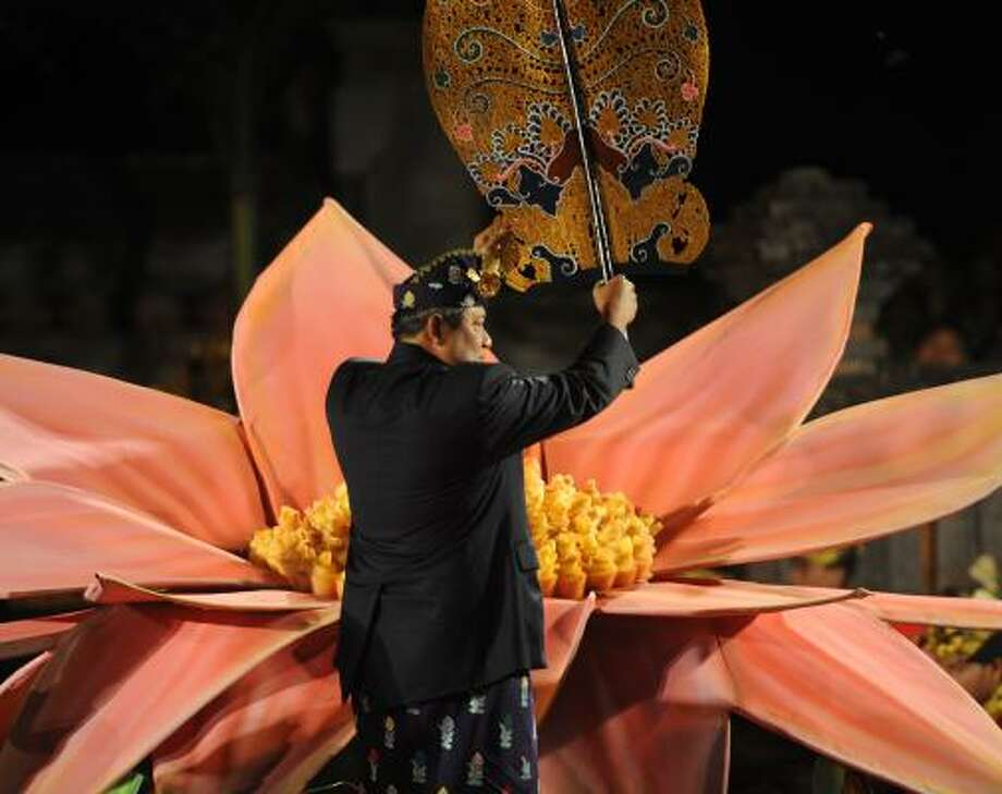 Indonesian President Susilo Bambang Yudhoyono inaugurates the 33rd annual Bali Art Festival. Photo: SONNY TUMBELAKA, Getty