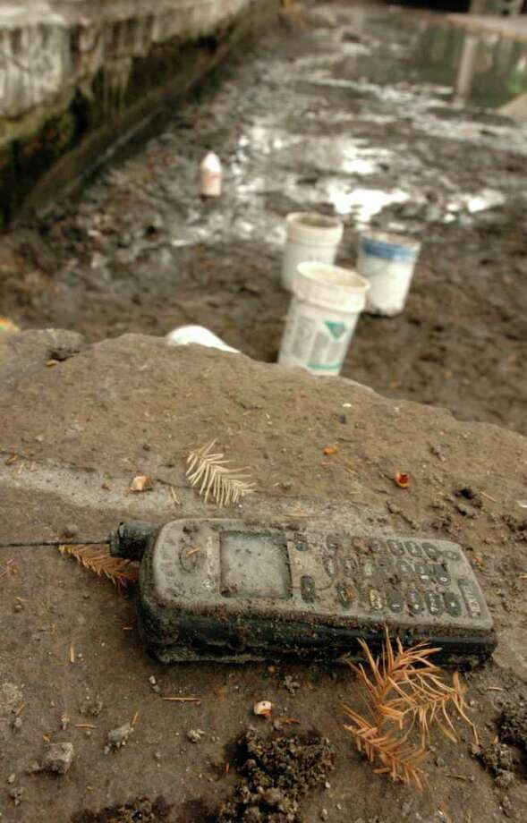 A cell phone apparently found during the draining and cleaning of  the San Antonio River in 2006. Photo: ROBERT MCLEROY, SAN ANTONIO EXPRESS-NEWS / SAN ANTONIO EXPRESS-NEWS