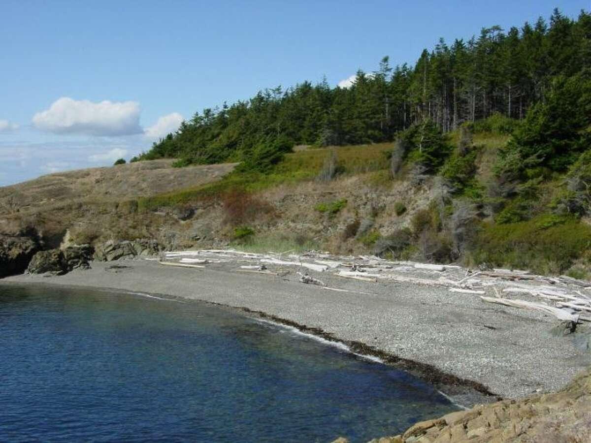 A beach on Allan Island.