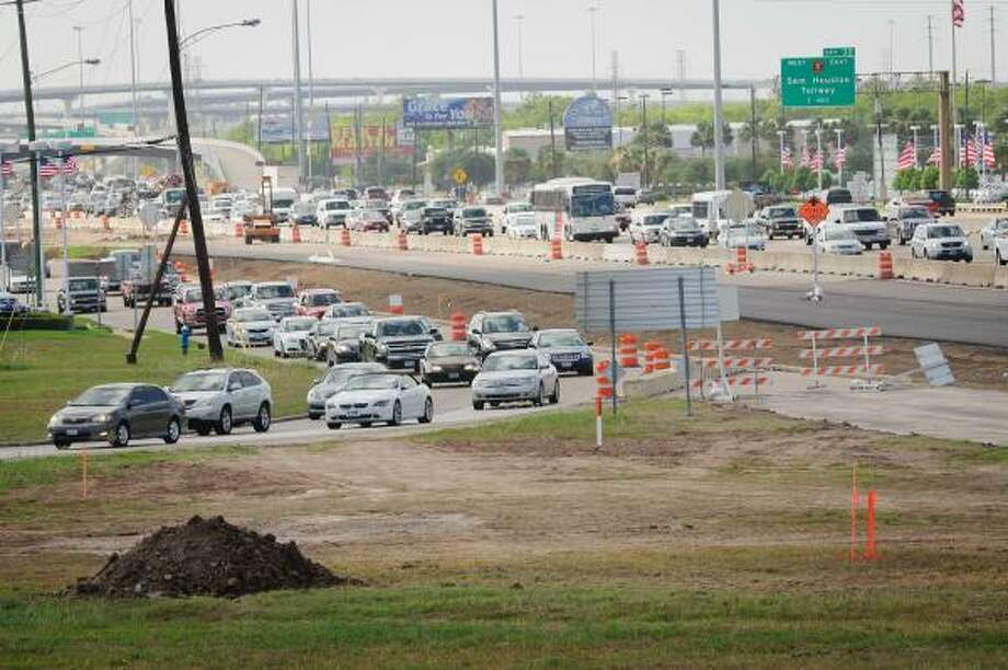 CONGESTION: The southbound frontage road at FM-1959/Dixie Farm Road along the Gulf Freeway near Clear Lake will be closed continuously through Jan. 19, 2012. Photo: Kim Christensen, For The Chronicle
