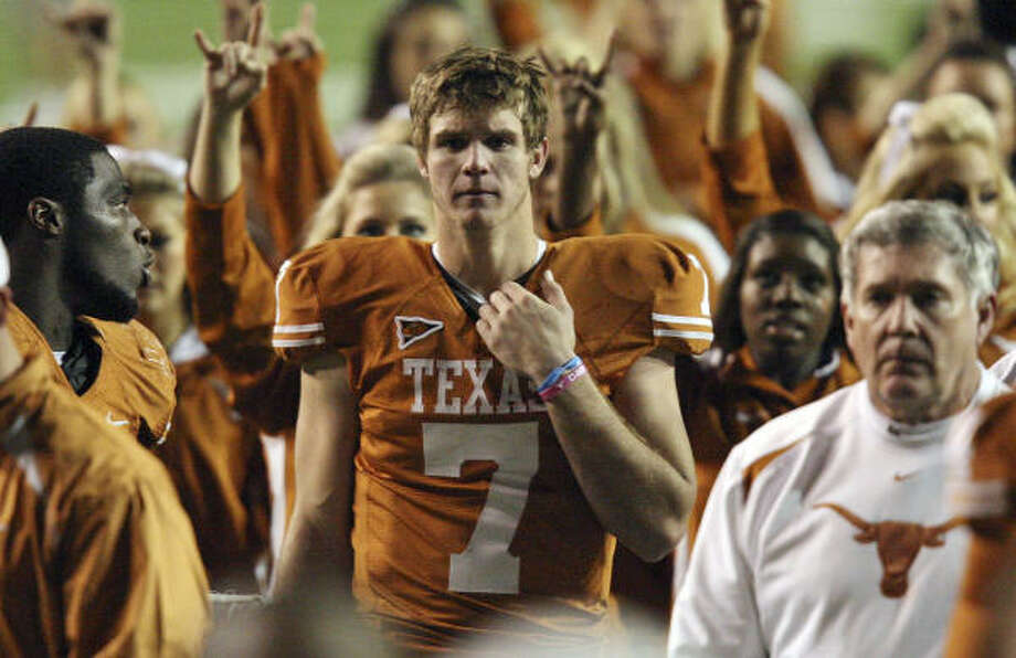 Garrett Gilbert, center, could be on the verge of losing his starting quarterback job to freshman David Ash. Photo: EDWARD A. ORNELAS, San Antonio Express-News