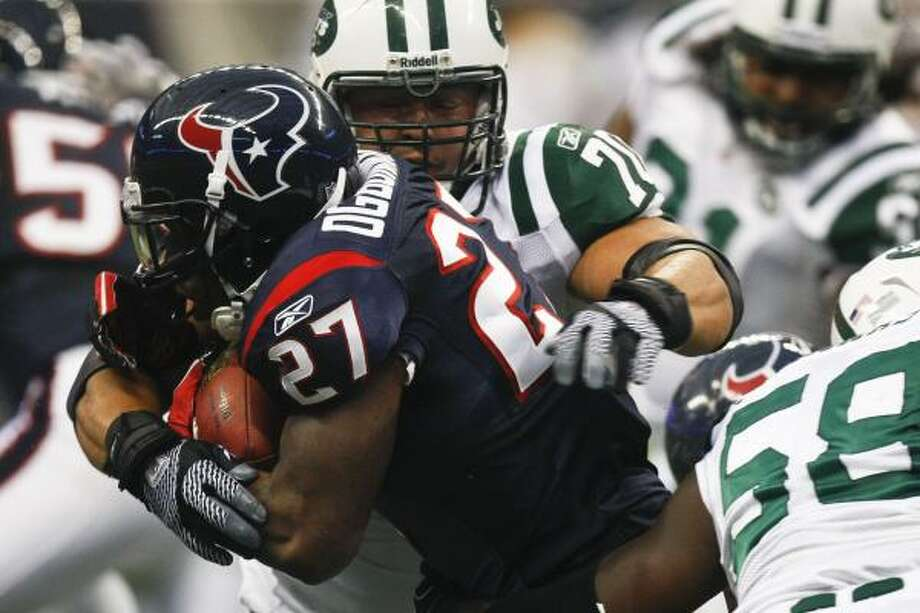 Chris Ogbonnaya ended the game as the Texans' only healthy running back after Derrick Ward suffered a head injury. Photo: Michael Paulsen, Chronicle