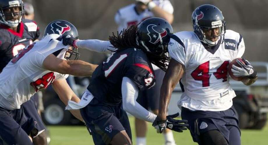 Texans running back Ben Tate runs the ball past tight end Garrett Graham and safety Maurice Rolle. Photo: Brett Coomer, Chronicle