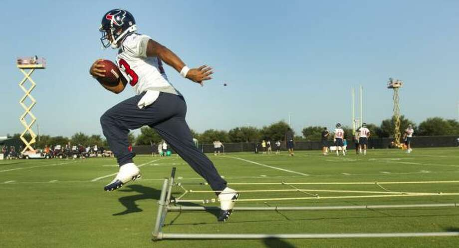 Texans running back Arian Foster runs through a set of ropes during a drill. Photo: Brett Coomer, Chronicle