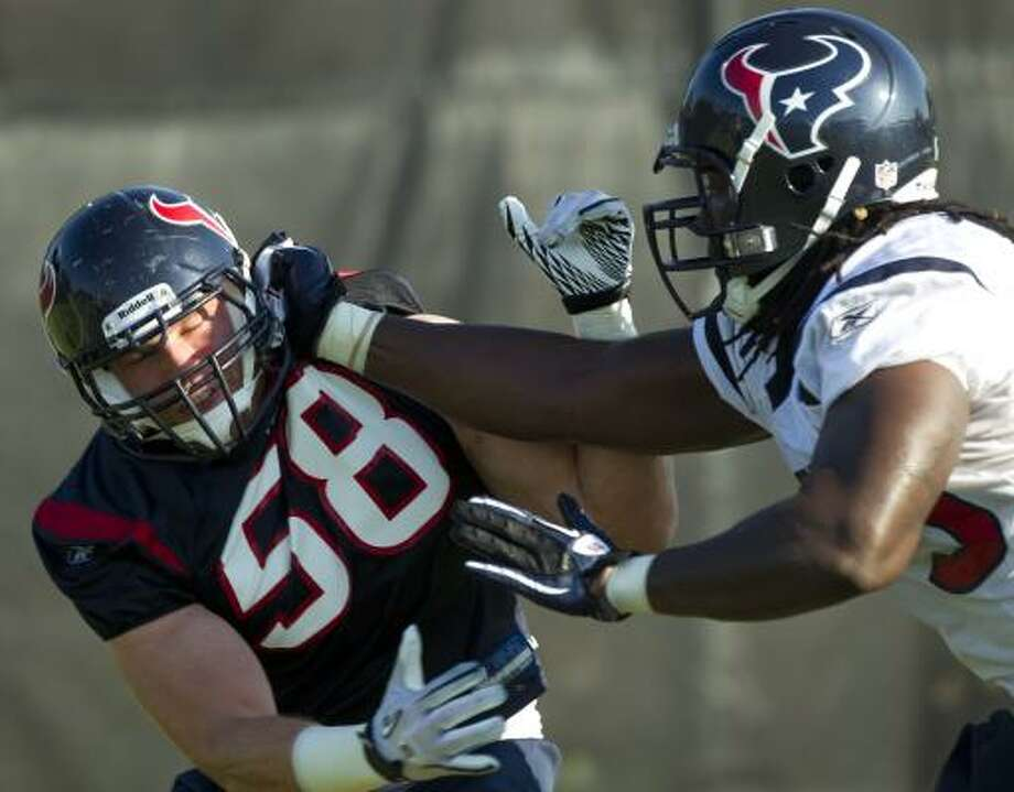 Texans linebacker Brooks Reed challenges Derek Newton. Photo: Brett Coomer, Chronicle