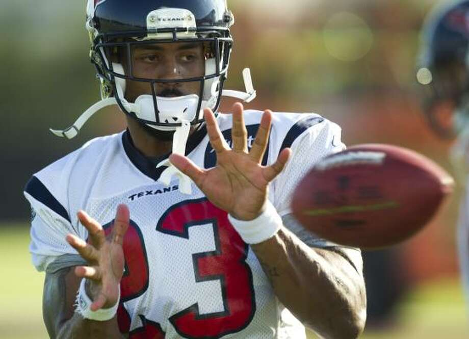 Texans running back Arian Foster reaches out for a catch. Photo: Brett Coomer, Chronicle