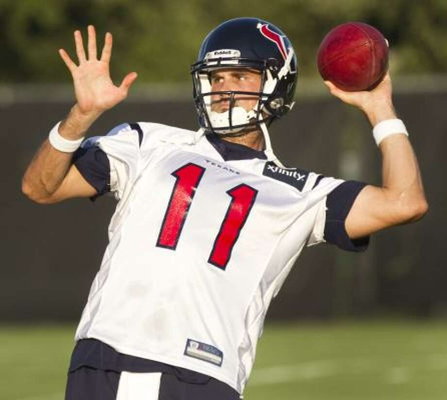 Texans quarterback Matt Leinart prepares to deliver a pass. Photo: Brett Coomer, Chronicle